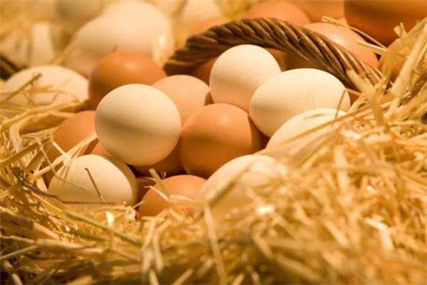 """那些坚持早餐吃鸡蛋的人,真的比你更优秀吗?这""""三吃""""恰恰相反"""