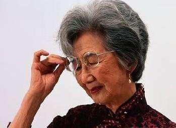 """""""人未老眼先衰"""",要想老花眼来得迟一点,学会这3点很重要"""