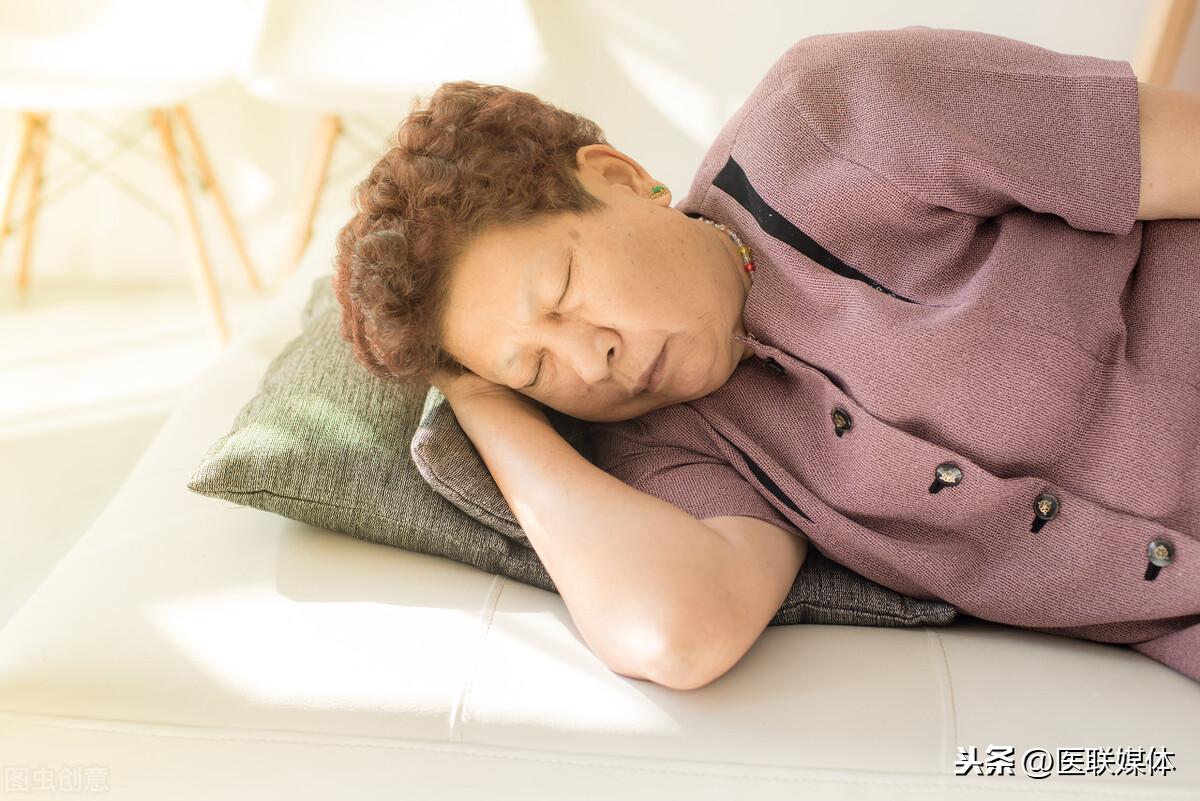 """留个心眼!睡觉时有这4个异常,可能是脑梗在""""打招呼"""""""