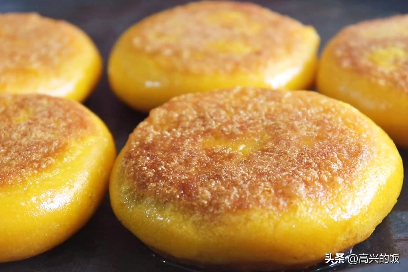 烙南瓜饼,用面粉还是糯米粉?其实都不对,用这个方法,凉了不硬